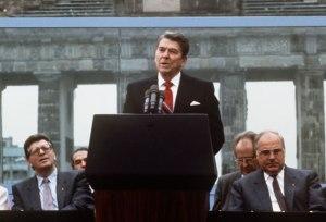 Ronald-Reagan-Berlin-Wall